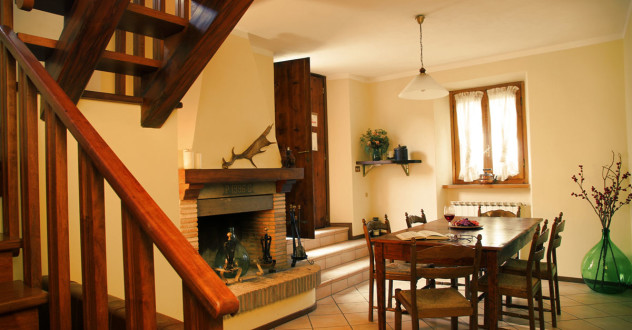 Apartment in Tuscany and self catering vacation home holiday: apartment near Montedoglio Lake with swimming pool