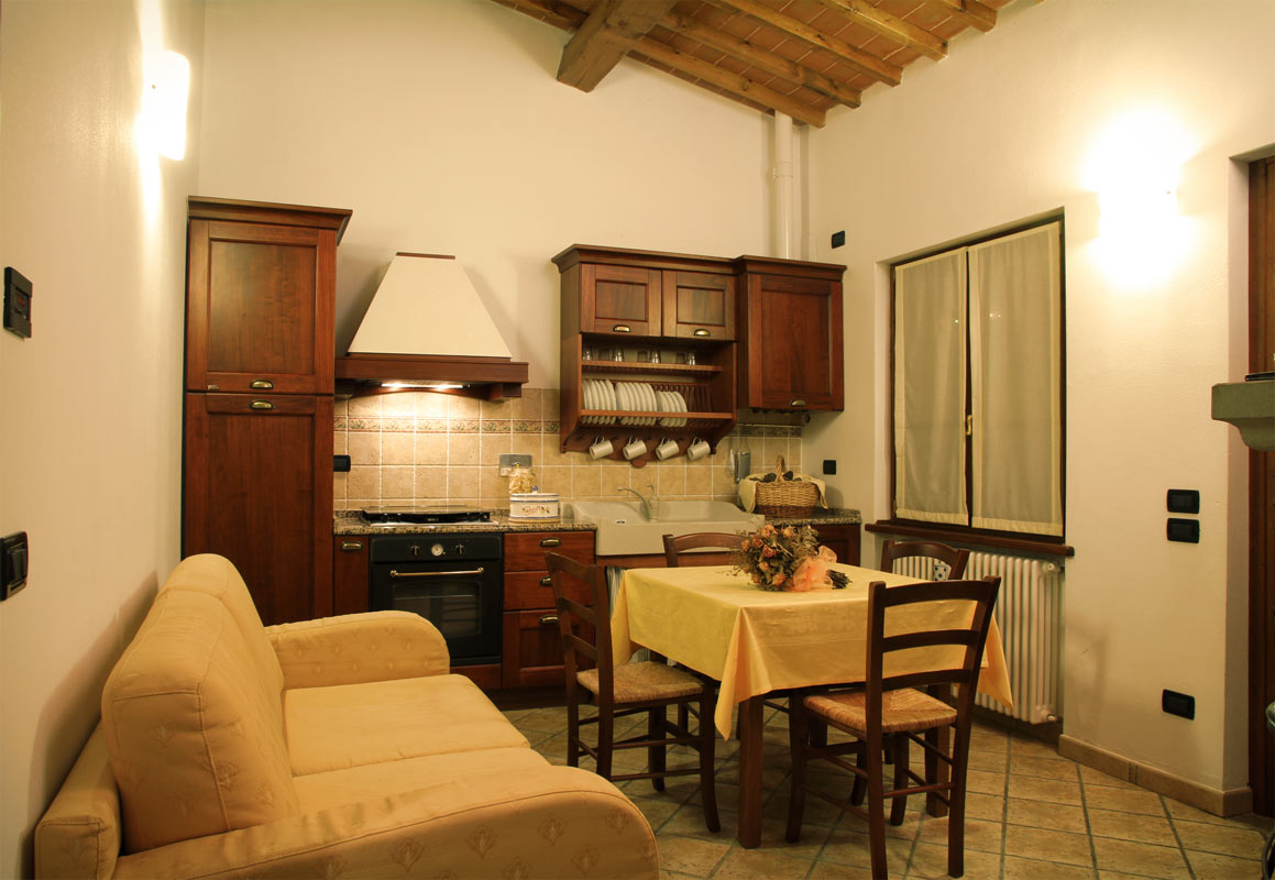 Apartment in tuscany and self catering vacation home for Appartamento arredato torino
