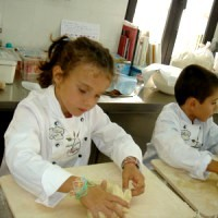 Small chefs growing up: children cooking classes